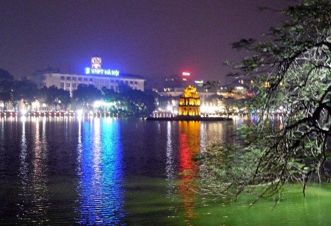 Hoan Kiem Lake bei Nacht