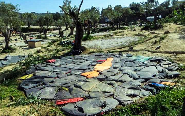 BDFM-Camp Räumung (Matratzen aus Rettungswesten hergestellt)