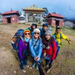Unsere Wanderfreunde vor dem Tengboche Kloster
