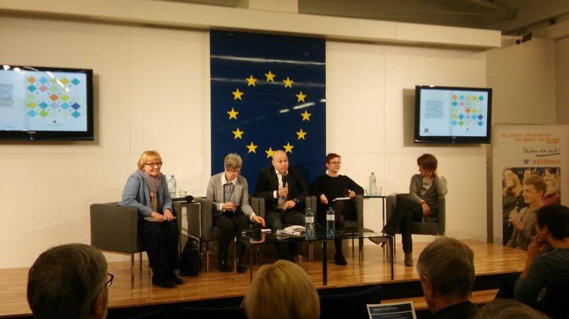 v.l.n.r.: Elisabeth Hagen, Melanie Sully, Paul Schmidt, Margit Schratzenstaller-Altzinger, Ulrike Guerot