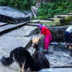 04-Einheimische beim Wäschewaschen_byIsabelScharrer