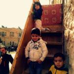 Kinder posieren für Fotos