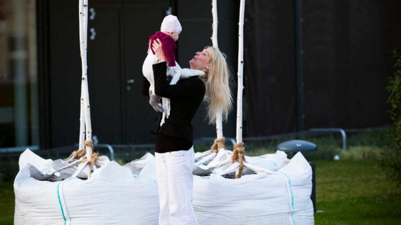 Maria Stern und Marlene D. (6,5 Monate alt)