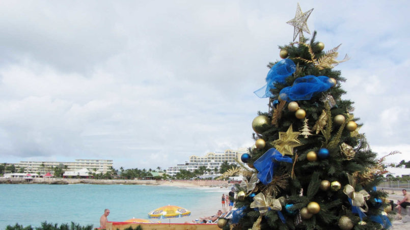 Maho_Beach_with_Christmas_Tree_(6543935627)