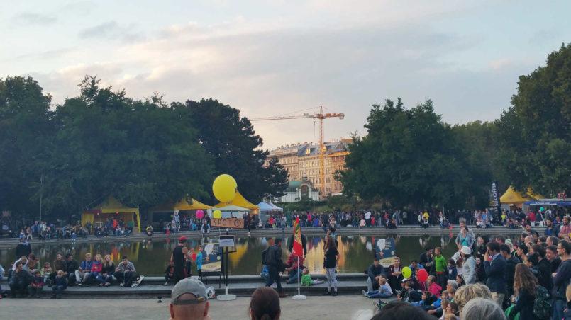 Eine Demo am Karlsplatz