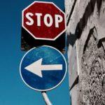 Links_abbiegen_und_STOP