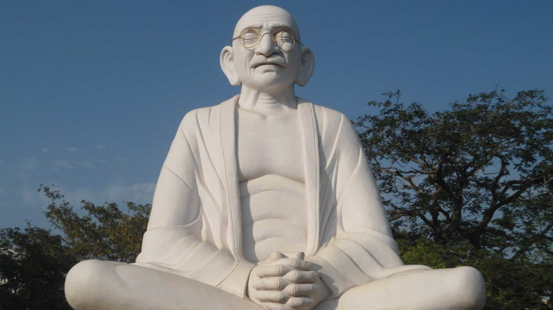 Mahatma_Gandhi_statue_Gandhinagar_Kakinada_01