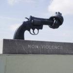 Non-Violence_(sculpture)_Caen
