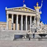 Wien_-_Parlamentsgebäude_mit_Pallas_Athene
