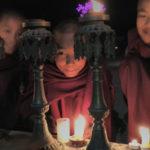 04_Junge Mönche bei Lichtzeremonie
