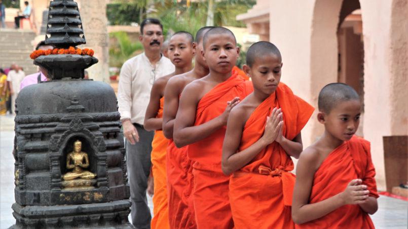 Buddhist_monks_Namaste