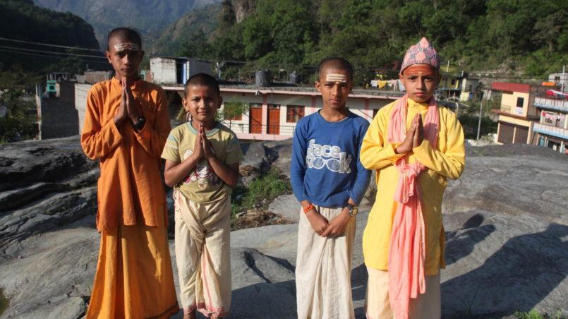 Namaste_Hindu_monks