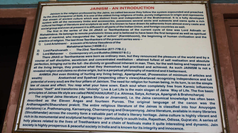 Signs_in_front_of_Jain_temple